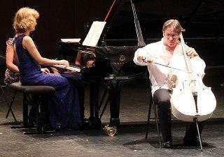 concert-violoncelle-blanc